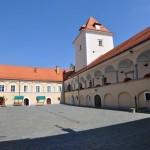 Na dvorišču gradu Rače vsako soboto tržnica