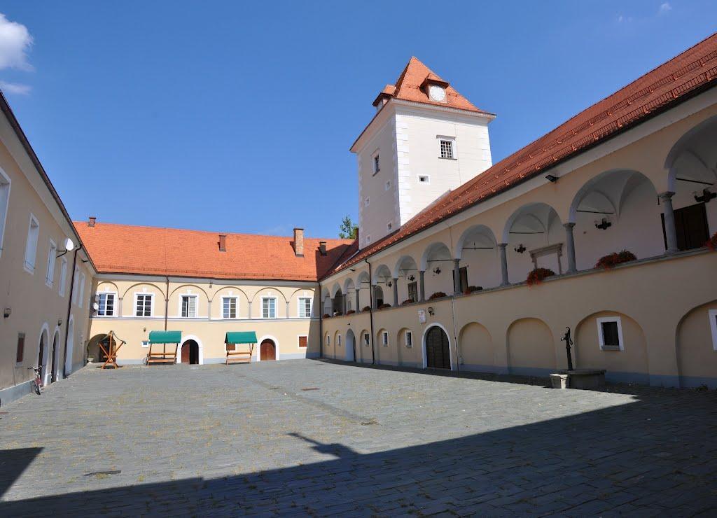 Romantični božič na grajskem dvorišču gradu Rače