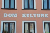 Cerkvenjaška avla Doma kulture poimenovana po Vladu Tušaku