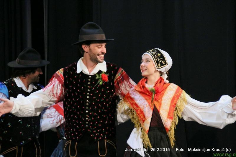 FOTO: Folklorniki iz Buenos Airesa včeraj navdušili v Jurovskem Dolu