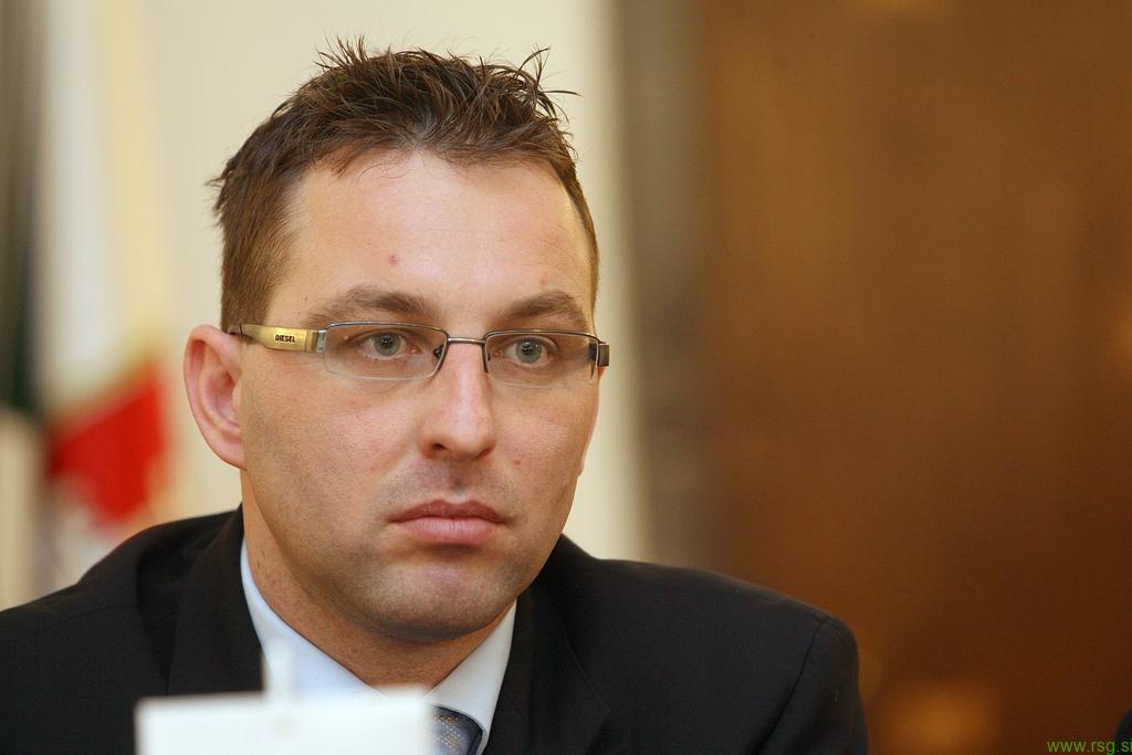 Fištravec odvzel pooblastila vodji Urada za šport Klemnu Bedeniku