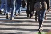 Maribor: Na prehodu trčil v dva pešca