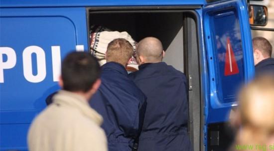 Hišna preiskava treh moških, osumljenih izsiljevanja