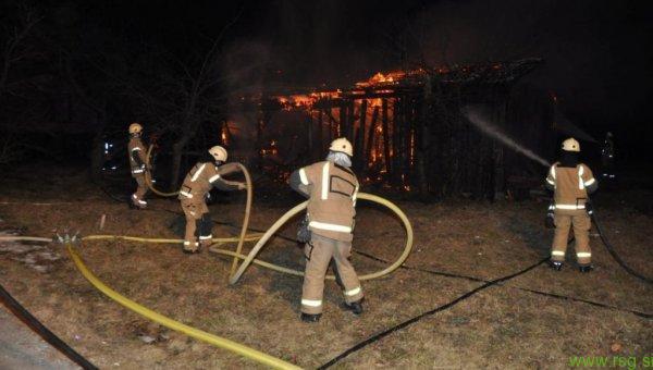 Na območju Podlehnika pogorela drvarnica, vzrok požara še neznan