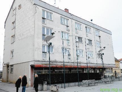 Stanovalci bloka na Trgu osvoboditve Lenart: