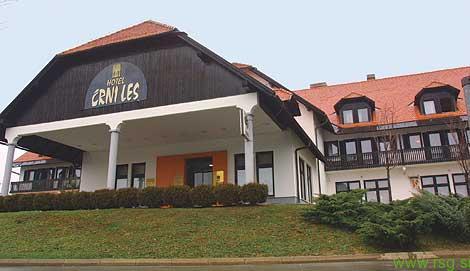 Center za tujce v nekdanjem hotelu Črni les