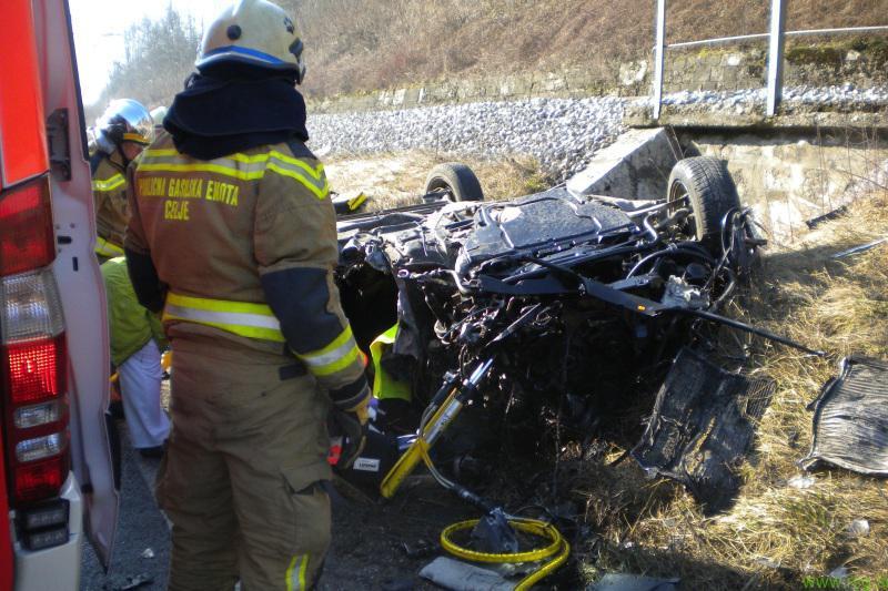 Prometna nesreča terjala dve življenji