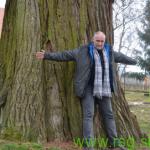 FOTO: Romana in Maks ob najmogočnejšem orjaškem drevesu na Slovenskem
