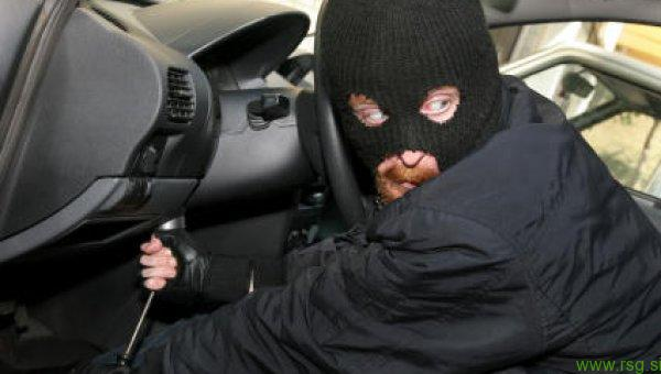 Ukradel avtodvigalo v vrednosti 70 tisoč evrov