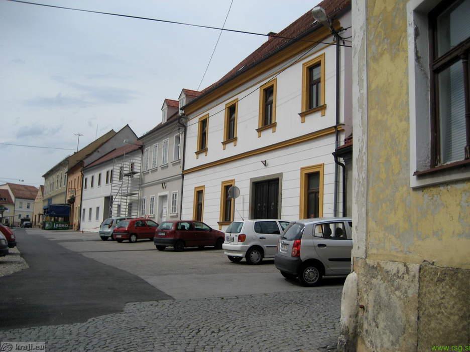 Sprememba prometnega režima na Vojašniškem trgu in Tržnici Maribor