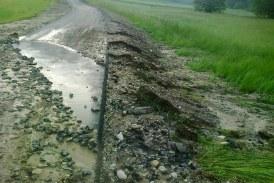 Včerajšnji nalivi povzročili škodo na cestah v Sveti Trojici