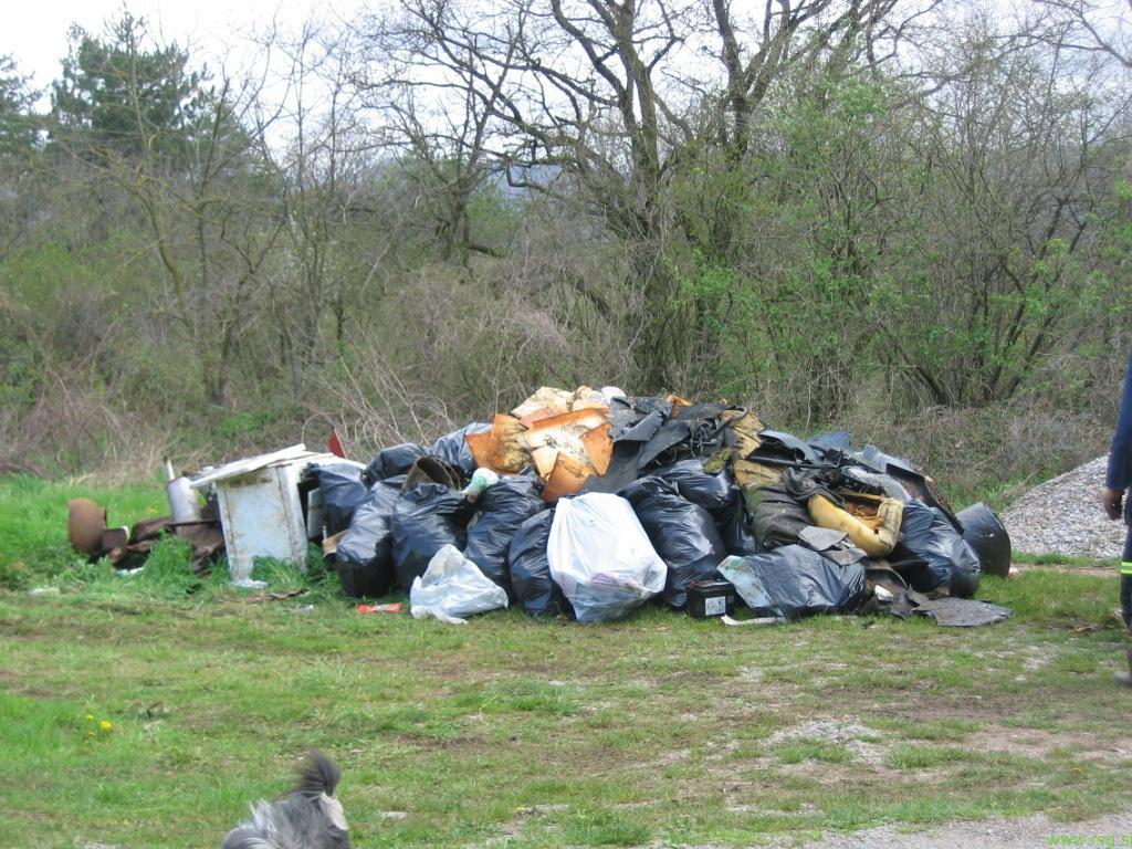 Gore odpadkov v Selnici ob Muri, na Sladkem Vrhu in na Velki