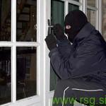 Vlomilec v hišo v Žitencah kar skozi okno