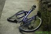 Pobegnil s kraja nesreče v Limbušu, kolesarka v bolnišnici umrla