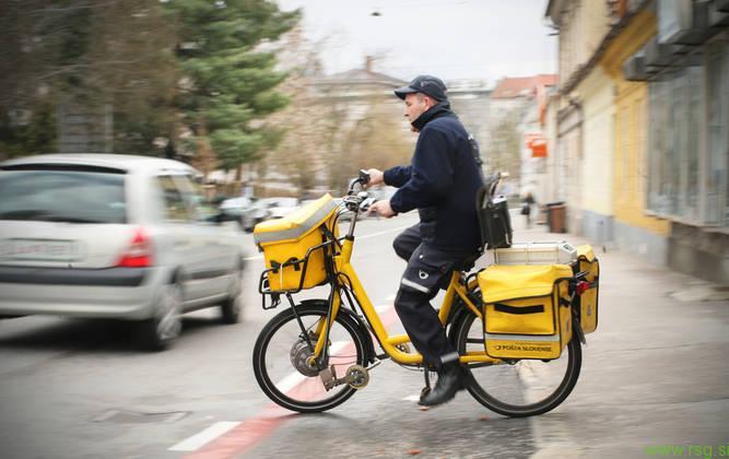 Preobremenjeni poštarji rešujejo svoj položaj
