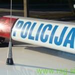 Vinjen kolesar z nožem poškodoval soseda in policista