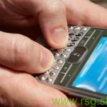 Znanec žalil preko SMS sporočil, neznanec rezal gume
