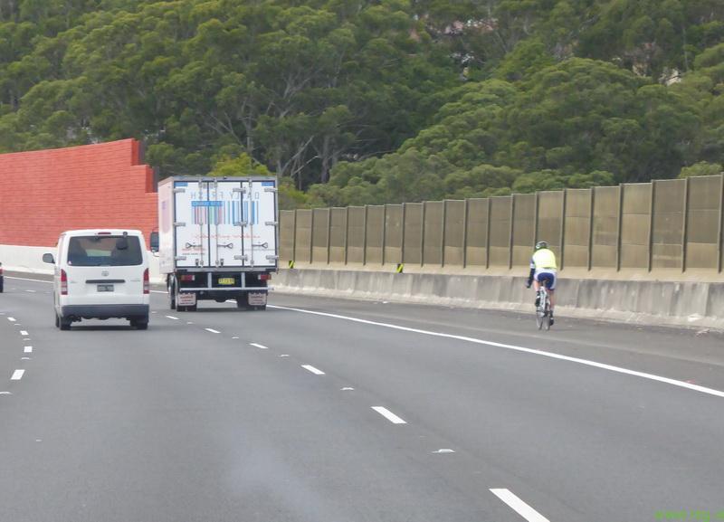 Ponovno kolesaril na avtocesti!