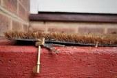 Kaj se zgodi, če ključ shranite pod predpražnikom?