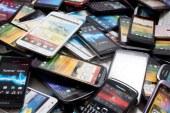 Kako glasno lahko navijaš glasbo iz 50 ukradenih mobitelov?
