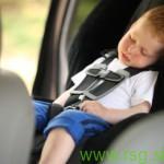 Poslušalci o ravnanju staršev, ki otroke puščajo v in ob avtomobilih