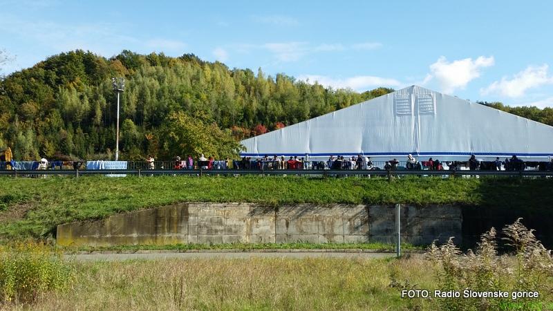 Začasen peron bližje nastanitvenem centru v Šentilju