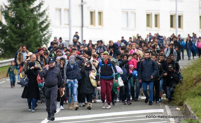 V Šentilju danes skoraj 2500 migrantov