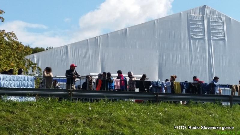 V Slovenijo od sredine oktobra vstopilo že 242.063 migrantov