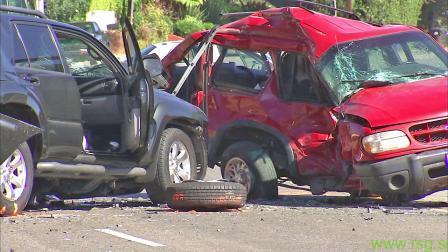 V nesreči je bila ena oseba hudo telesno poškodovana