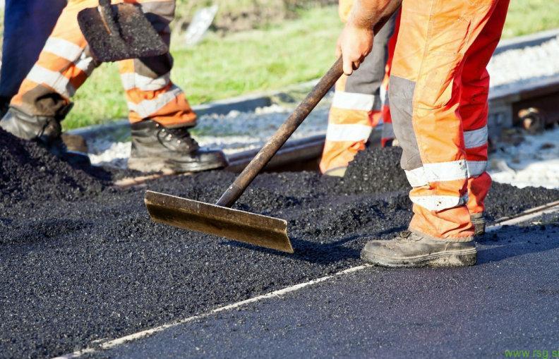 Obnova ceste skozi Radehovo
