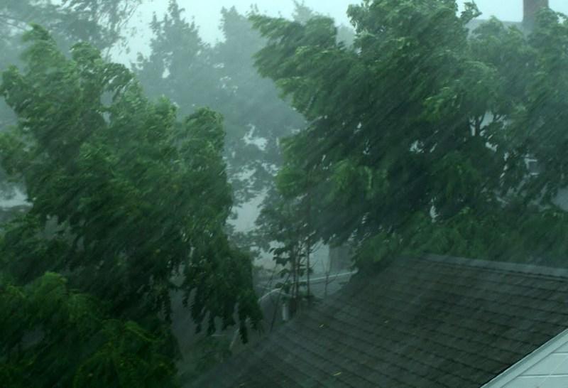 Močan veter in dež sta povzročila škodo tudi v severovzhodni Sloveniji
