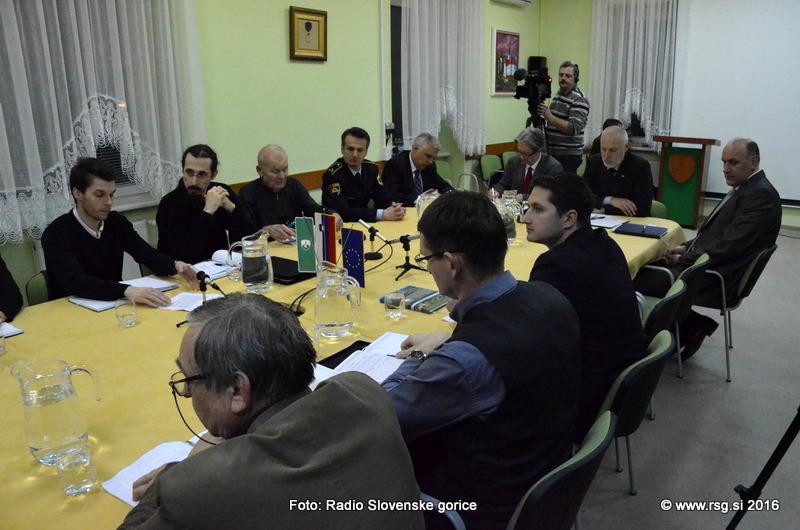 FOTO: V Lenartu še vedno nasprotujejo namestitvi migrantov v Črnem lesu