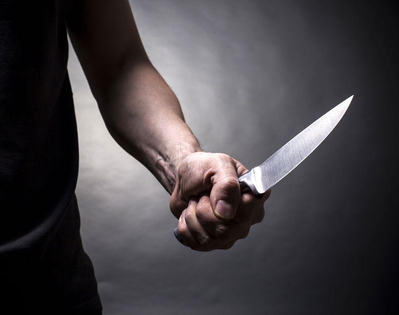 V Lenartu ženska z nožem dvakrat napadla moškega