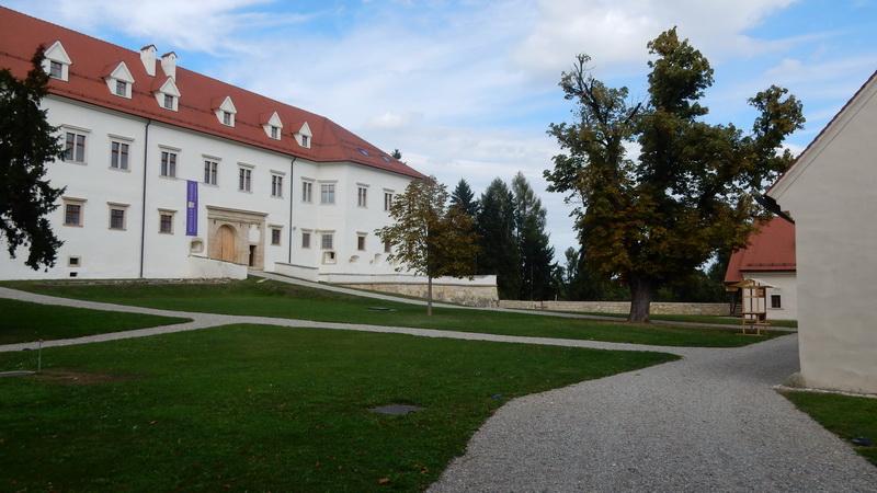 Kulinarika in oblačilna kultura srednjega veka na gradu Negova
