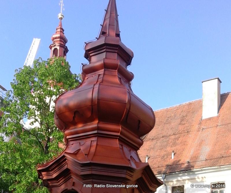 FOTO: V Sveti Trojici nadaljujejo z obnovo zvonikov, blagoslovili pa so tudi novo gasilsko vozilo