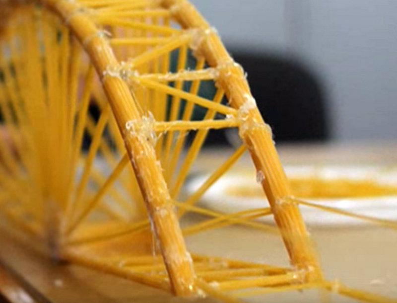 Študenti znova izdelovali mostove iz špagetov