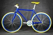 Po Mariboru zastoj z rumeno vijoličastimi kolesi