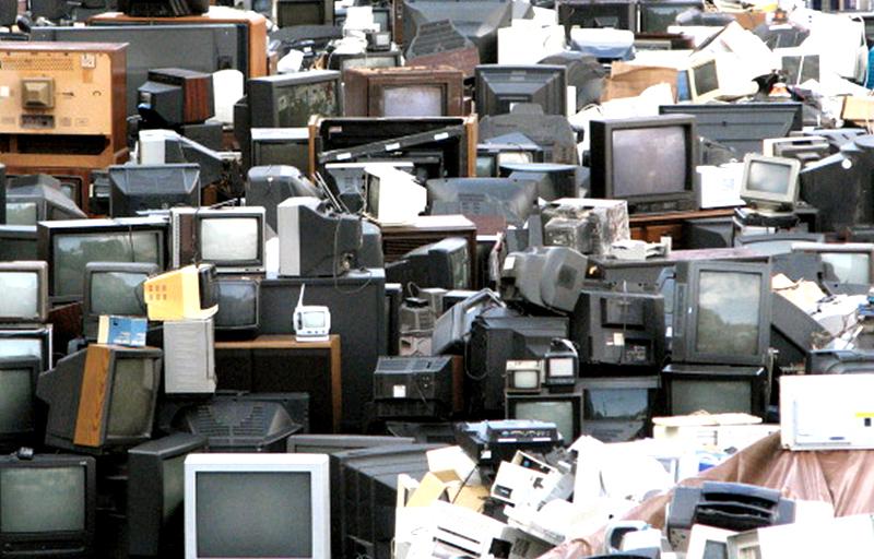 Odsluženo električno in elektronsko opremo po novem v ulične zbiralnike