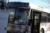 Praznični vikend terjal tudi smrtno žrtev, neznanec pa z ukradenim avtobusom trčil v prometno signalizacijo