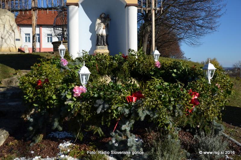 FOTO: Vandranje - Adventni venec v Cerkvenjaku