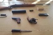 V hišni preiskavi odkrili marihuano in orožje