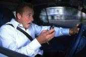 Nas od uporabe telefona med vožnjo res ne odvrne nič drugega kot višje globe?
