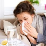 Gripa ponovno na pohodu, v Sloveniji skoraj pošlo cepiv