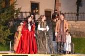 FOTO: Okrog 350 ljudi na sobotnem Pobegu v zgodovino čarovništva