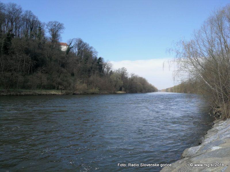 Akademski umetniki za reko Muro