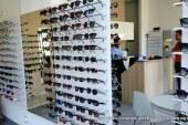 FOTO: V optiki priporočajo kvalitetna sončna očala