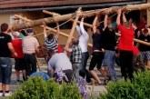 Na Sv. Ani postavitev majskih dreves na stari način