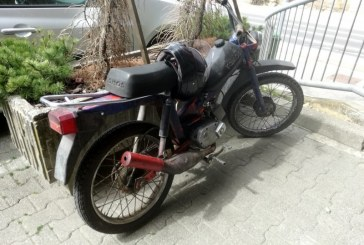 Neznana voznica v Moškanjcih zbila mopedista in odšla s kraja nesreče