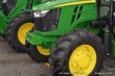 Brigita Petek iz G. Radgone ne obvlada le pluga pač pa tudi spretnostno vožnjo s traktorjem