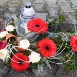 Na grobovih raje manj rezanega cvetja in več živih zasaditev